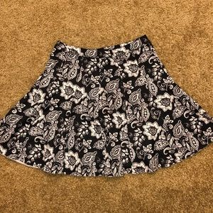 🌸Abercrombie & Fitch Black/White Floral Skirt🌸